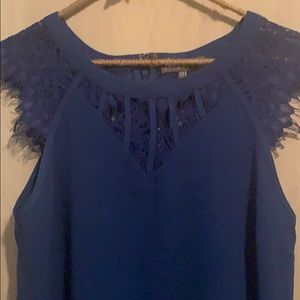 Brixon Ivy Tops - Blue blouse with decorative neck and sleeves